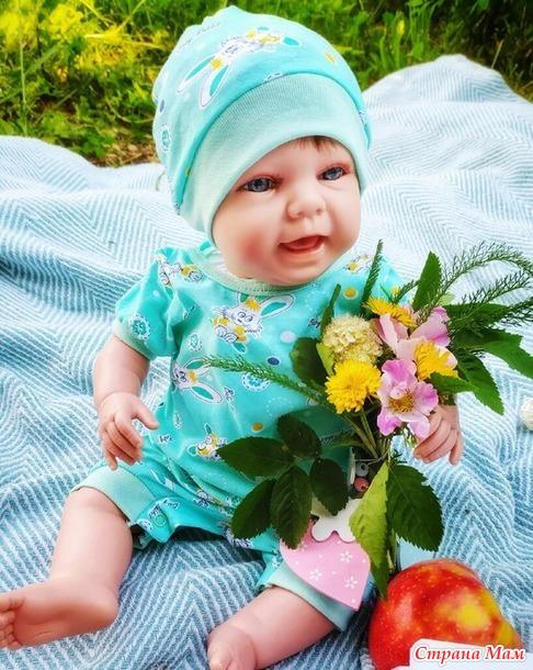 Нарядила малышей))