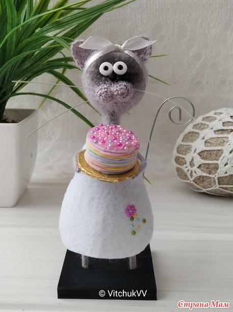 Сувениры ручной работы. Кот с блинами и Кошечка с тортом)