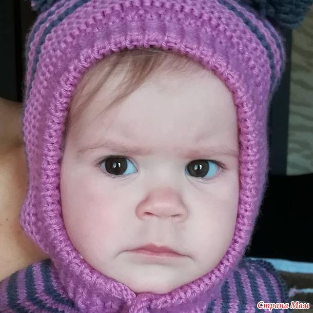 Вязаная шапка-шлем на девочку