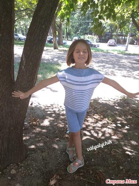 Фотоотчёт от Дарьи двух летних комплектов, связанных на вязальной машине.