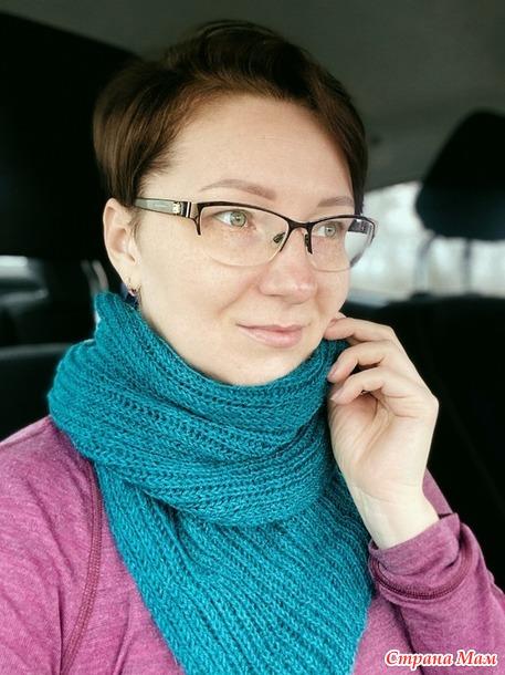 Берет и шарф спицами.