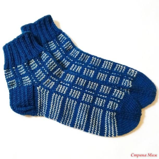 Узор клетка на свитерах и носках спицами