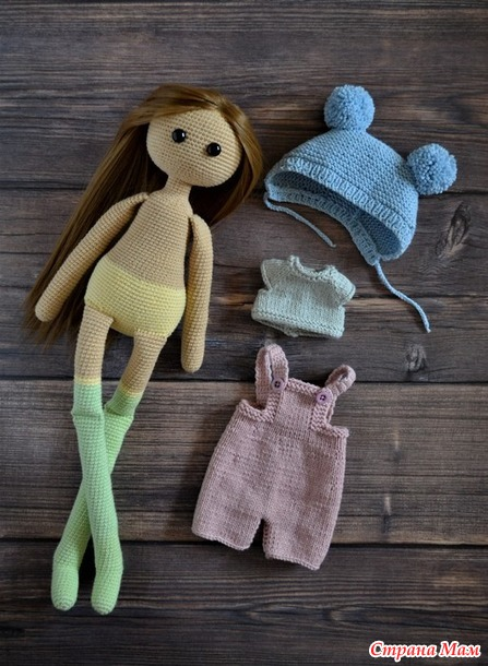 Вязаная кукла длинноножка.