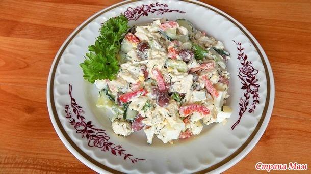 Салат из отварной куриной грудки с красной фасолью
